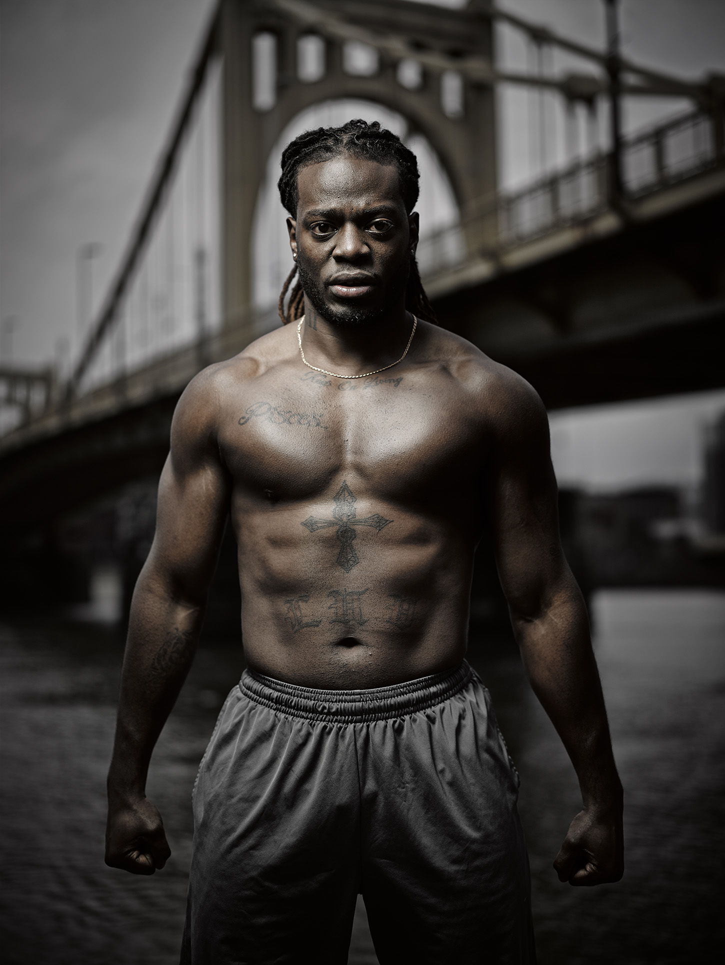 Outdoor fitness lifestyle photography in an urban setting by Travis Neely Photography